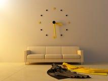 Interno - grande orologio sul sofà Immagini Stock