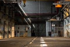 Interno industriale scuro di una costruzione immagine stock