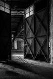 Interno industriale scuro di una costruzione fotografie stock libere da diritti