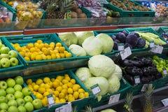 Interno interno delle scalette e dei frigoriferi con i prodotti del supermercato di Migros in Marmaris, Turchia Immagine Stock Libera da Diritti