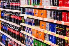 Interno interno delle scalette e dei frigoriferi con i prodotti del supermercato di Migros in Marmaris, Turchia Fotografie Stock Libere da Diritti