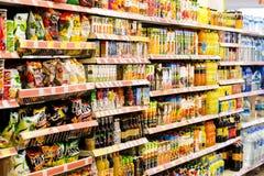 Interno interno delle scalette e dei frigoriferi con i prodotti del supermercato di Migros in Marmaris, Turchia Fotografia Stock Libera da Diritti