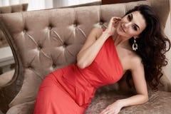Interno luxary di trucco dei gioielli del vestito dalla bella donna sexy Immagine Stock Libera da Diritti