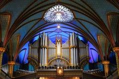 Interno magnifico di un'area dell'altare e della cattedrale che mostra il vasto spazio dentro Immagini Stock Libere da Diritti