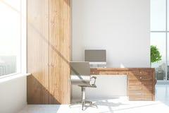 Interno moderno con il posto di lavoro di legno Fotografie Stock