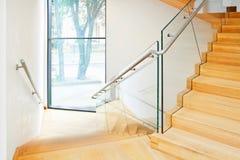 Interno moderno con le scale di legno Fotografia Stock