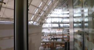 Interno moderno del centro di affari di vista panoramica stock footage