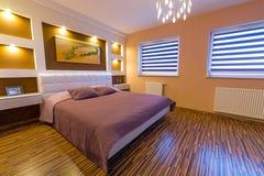 Interno moderno della camera da letto principale Immagini Stock Libere da Diritti
