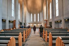 Interno moderno della cattedrale immagini stock