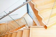 Interno moderno di architettura con le scale di legno Immagine Stock Libera da Diritti
