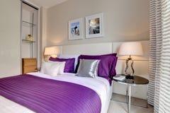 Interno moderno elegante della camera da letto Fotografie Stock Libere da Diritti
