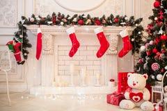 Interno nevoso accogliente del ` s del nuovo anno Fotografia Stock