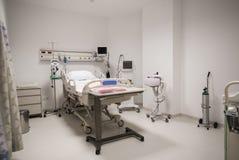 Interno privato della stanza di ospedale fotografia stock