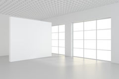 Interno pulito bianco con il manifesto bianco in bianco Fotografia Stock Libera da Diritti
