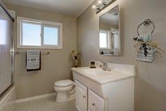 Interno pulito e caldo del bagno Fotografia Stock Libera da Diritti