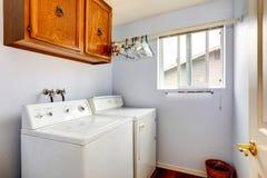 Interno semplice della stanza di lavanderia Fotografia Stock Libera da Diritti