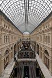 Interno simmetrico storico con il soffitto di vetro Fotografie Stock