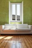 Divano bianco, interno Fotografia Stock
