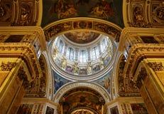 Interno, vista alla cupola centrale della cattedrale di Isaac del san Fotografia Stock