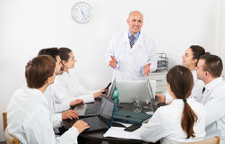 Interns and professor at hospital meeting Royalty Free Stock Photos
