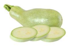 Intero e zucchini verde chiaro affettato isolato con il percorso di ritaglio Immagine Stock Libera da Diritti