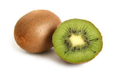 Intero kiwi e metà del kiwi fotografie stock libere da diritti