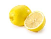 Intero limone e mezzo primo piano Immagine Stock