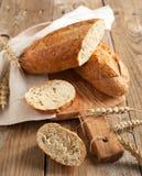 Intero pane del grano (un pane di 9 grani) immagini stock