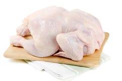 Intero pollo crudo immagini stock