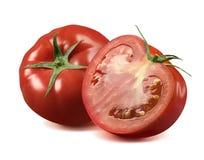 Intero pomodoro fresco e metà su fondo bianco Fotografia Stock