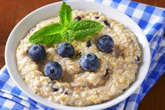 Intero porridge dell'avena del grano Immagini Stock