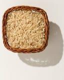 Intero seme cinese del riso Canestro di vimini con i grani Vista superiore, h Immagini Stock Libere da Diritti