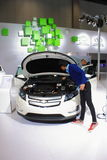 Interor av bilen för Chevrolet voltvit Arkivbild