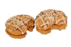 Interponga i biscotti, biscotti a forma di luna riempiti di crema della vaniglia Fotografia Stock
