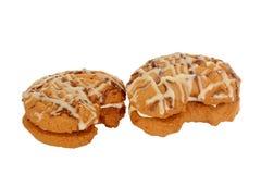 Interponga i biscotti, biscotti a forma di luna riempiti di crema della vaniglia Fotografia Stock Libera da Diritti