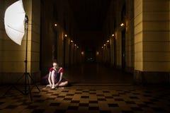 Interprète de ballerine dans la ville Photographie stock libre de droits