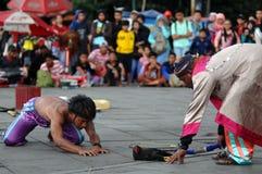 Interprète de rue en Indonésie photographie stock libre de droits