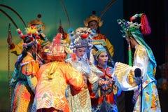 Interprète exécutant l'opéra de chinois traditionnel sur le festival de fantôme chinois. Photographie stock libre de droits