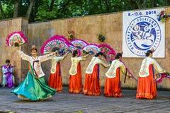 Interprète féminin de danse coréenne traditionnelle Image libre de droits