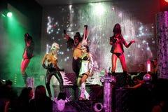 Interprètes érotiques de danse dans une exposition de club Image libre de droits