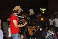 Interprètes de rue au festival de musiciens de rue de Ferrare Photo libre de droits