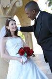 interracial bröllop för attraktiva par Royaltyfri Bild