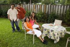 interracial familj Arkivbild