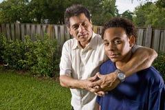 interracial son för fader Arkivbild