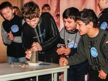 Interrogue o cérebro-anel em uma escola rural na região de Kaluga em Rússia Imagem de Stock Royalty Free