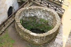 Interrupção no pátio do castelo Bezdez fotografia de stock royalty free