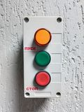 Interruptor con tres botones, comienzos y paradas imagen de archivo