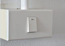 Interruptor de alavanca na caixa plástica na parede imagem de stock royalty free