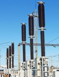 Interruptor de alto voltaje de la subestación eléctrica fotografía de archivo libre de regalías