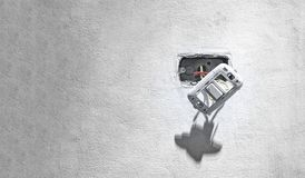 Interruptor de la luz expuesto peligroso de la pared con Live Wire expuesto fotografía de archivo libre de regalías